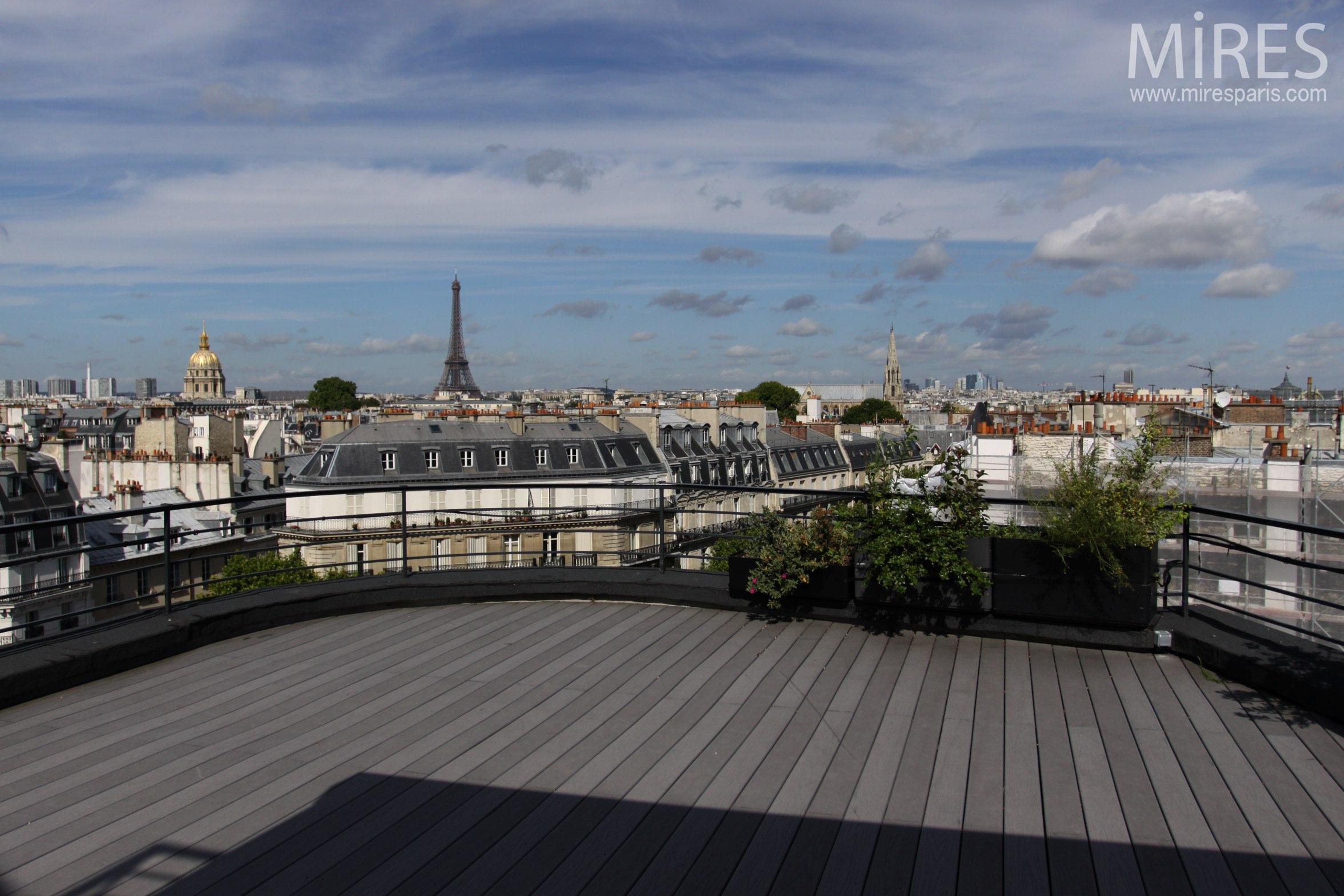 Vaste terrasse avec vue. C0382