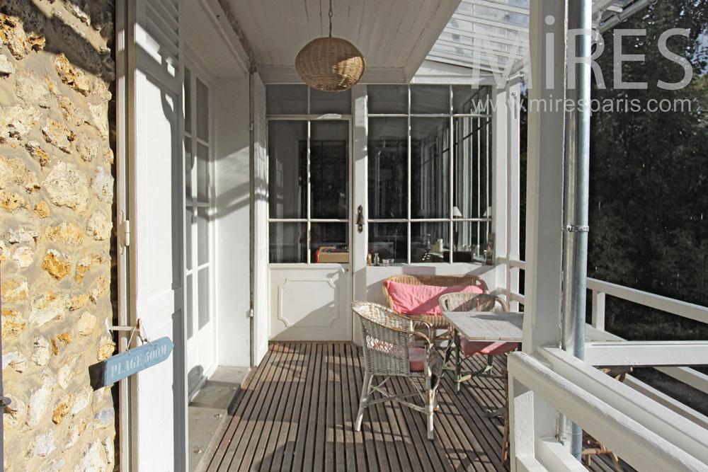 Petit déjeuner sur le balcon. C1390