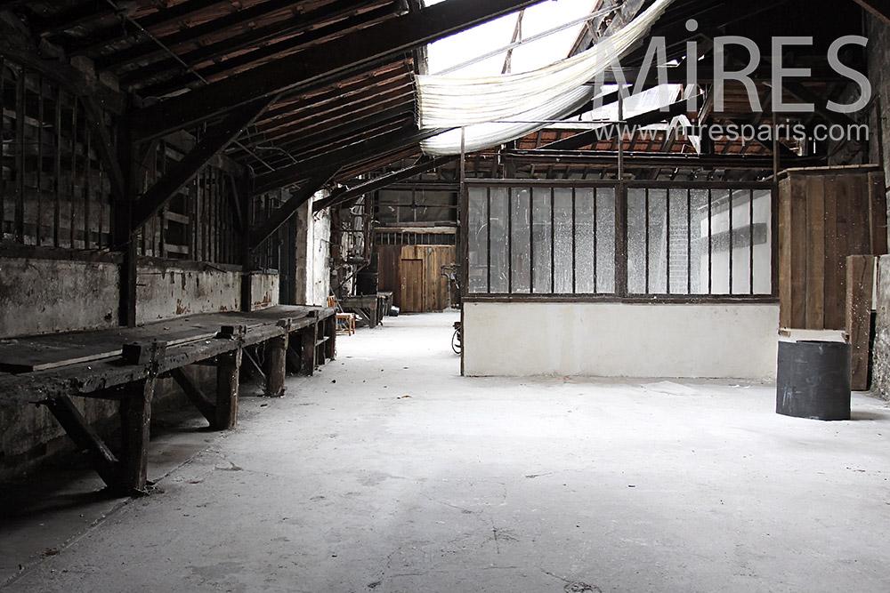 Vestiaire abandonné. C1398