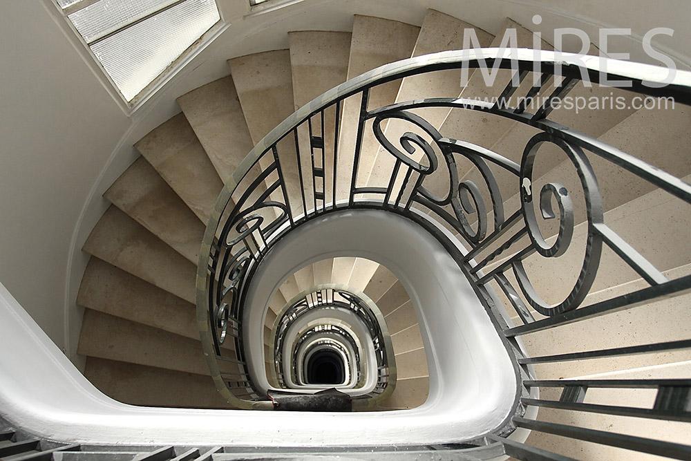 Bel escalier en colimaçon. C1406