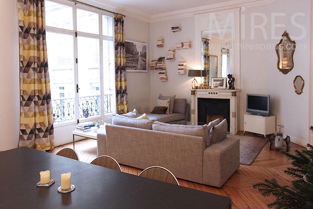 Family flat in Paris. C1409