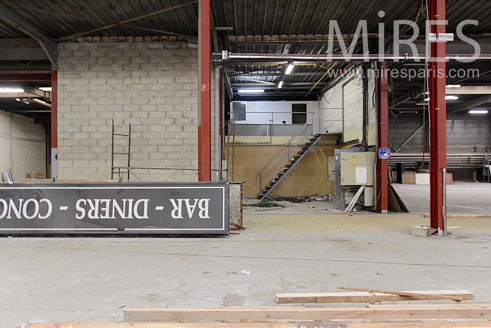Passage d'un entrepôt à l'autre. C1413
