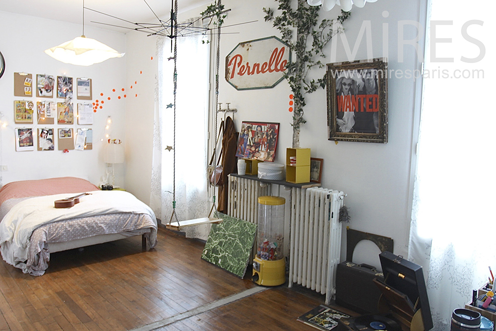 Room with swing. C0653