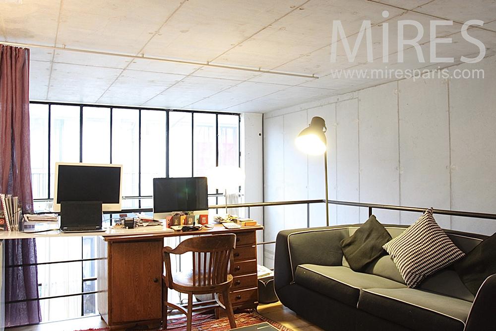 Confortable bureau en mezzanine. c1417 mires paris