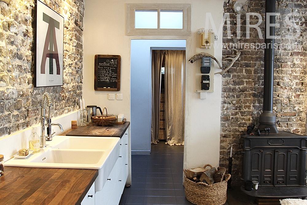 Cuisine en longueur sur mur de pierres c1421 mires paris - Cuisine mur en pierre ...