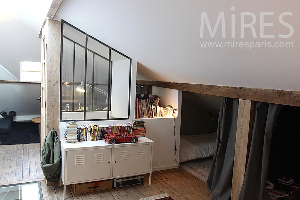 Studio sous les toits et lits encastrés. C1421