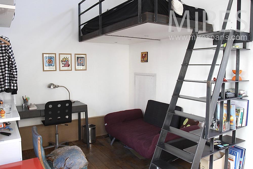 Room on floor. C1424