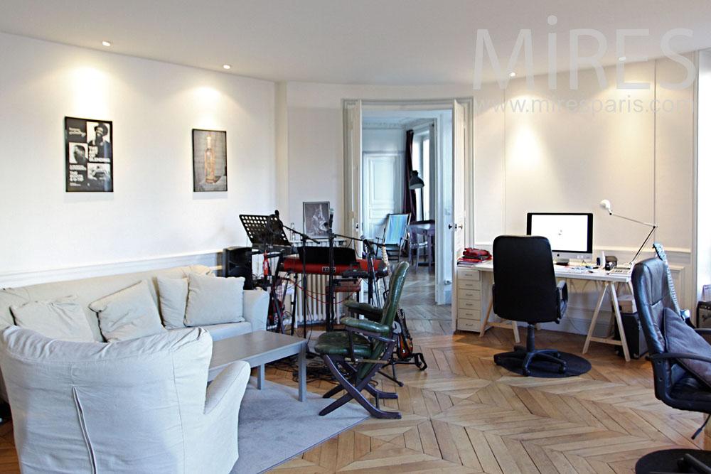 Studio musique à la maison. C1280