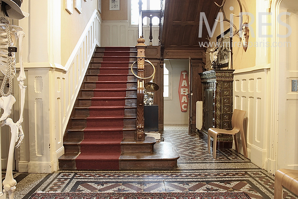 Large staircase and red carpet. C1432