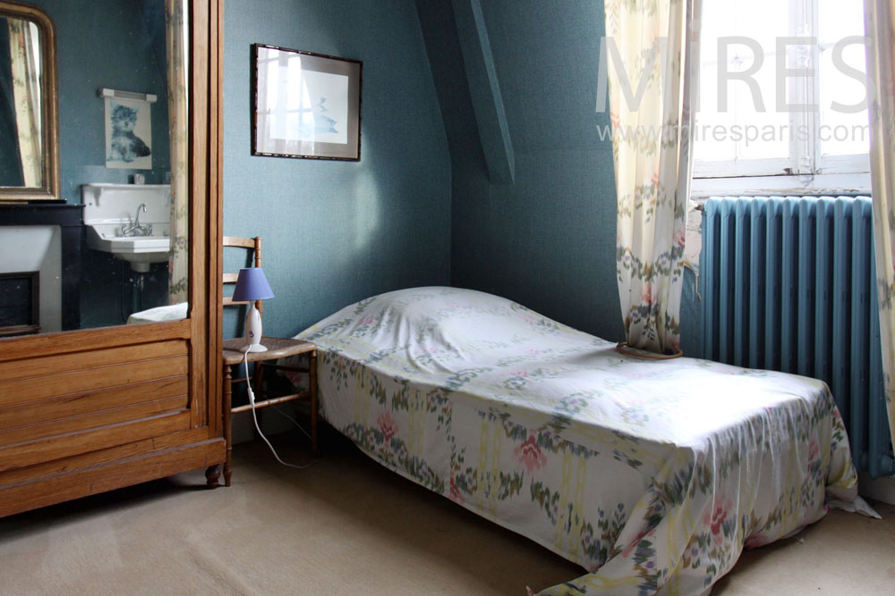 Blue bedroom for two. C1435