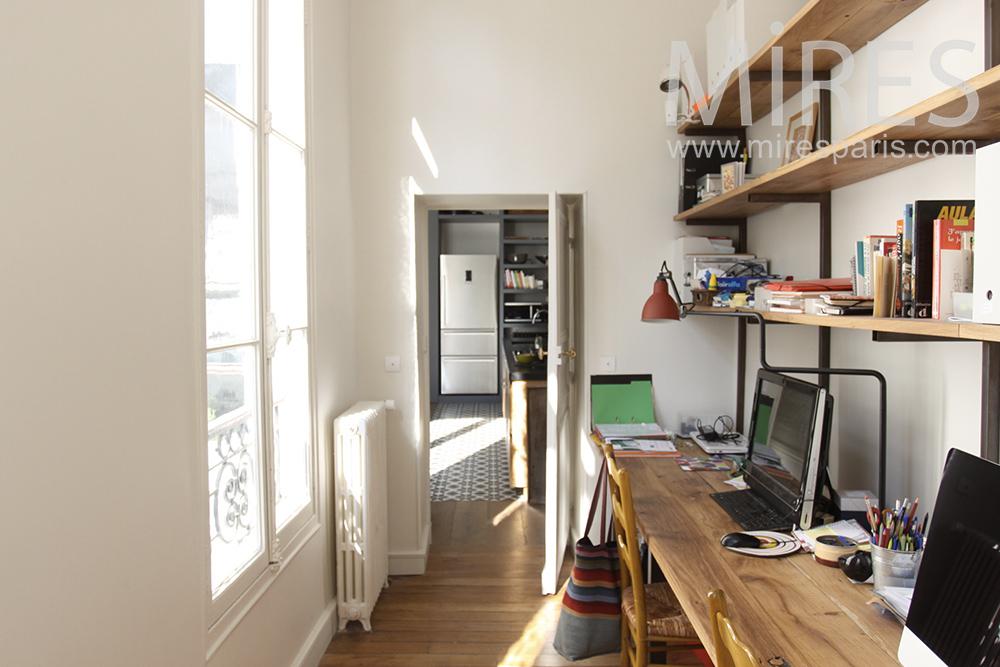 Tiny office. C1446