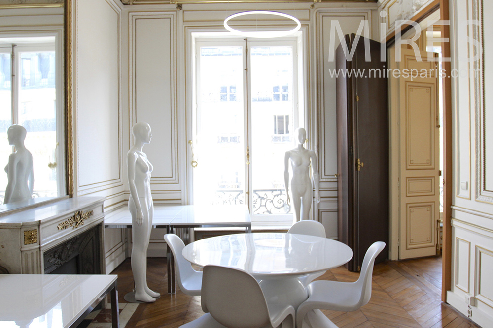 Round table in white office. C1452