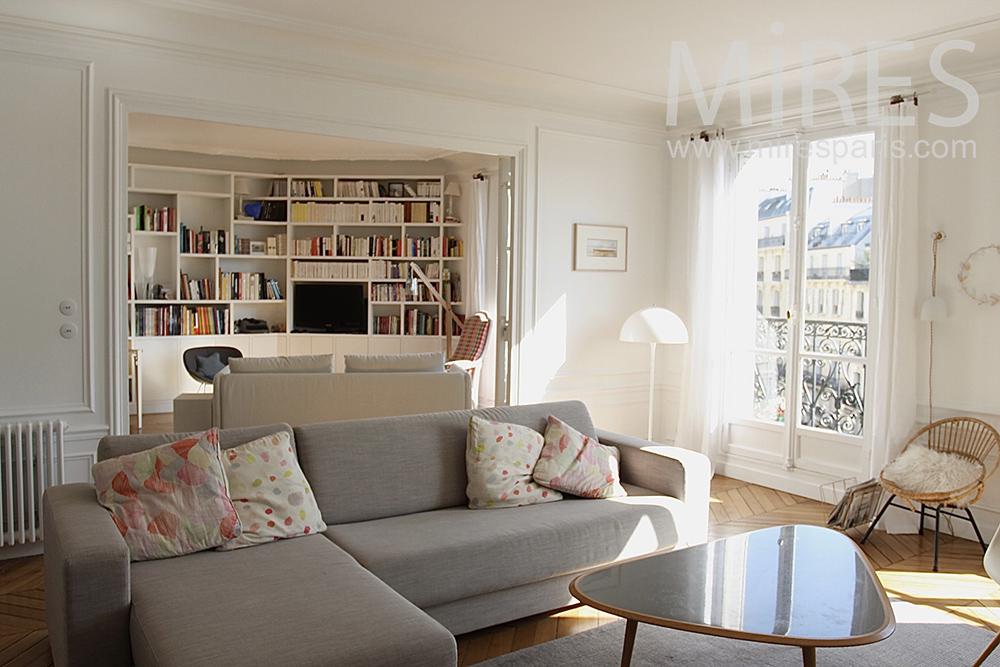 Agr able petit salon avec chemin e c1454 mires paris for Amenagement petit salon rectangulaire