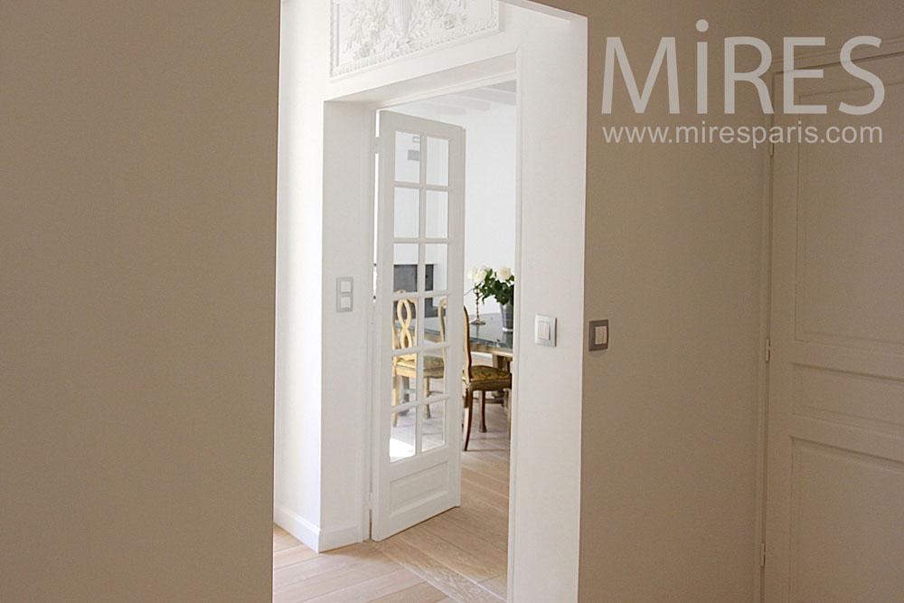 Enfilades de portes et couloirs. C0773