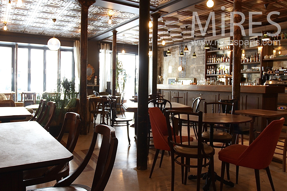 Le charme du restaurant parisien. C1455