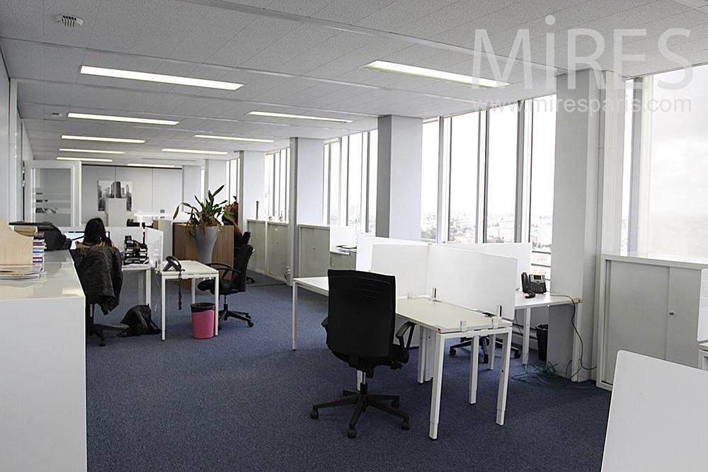 bureau blanc et moquette nuit c1457 mires paris. Black Bedroom Furniture Sets. Home Design Ideas