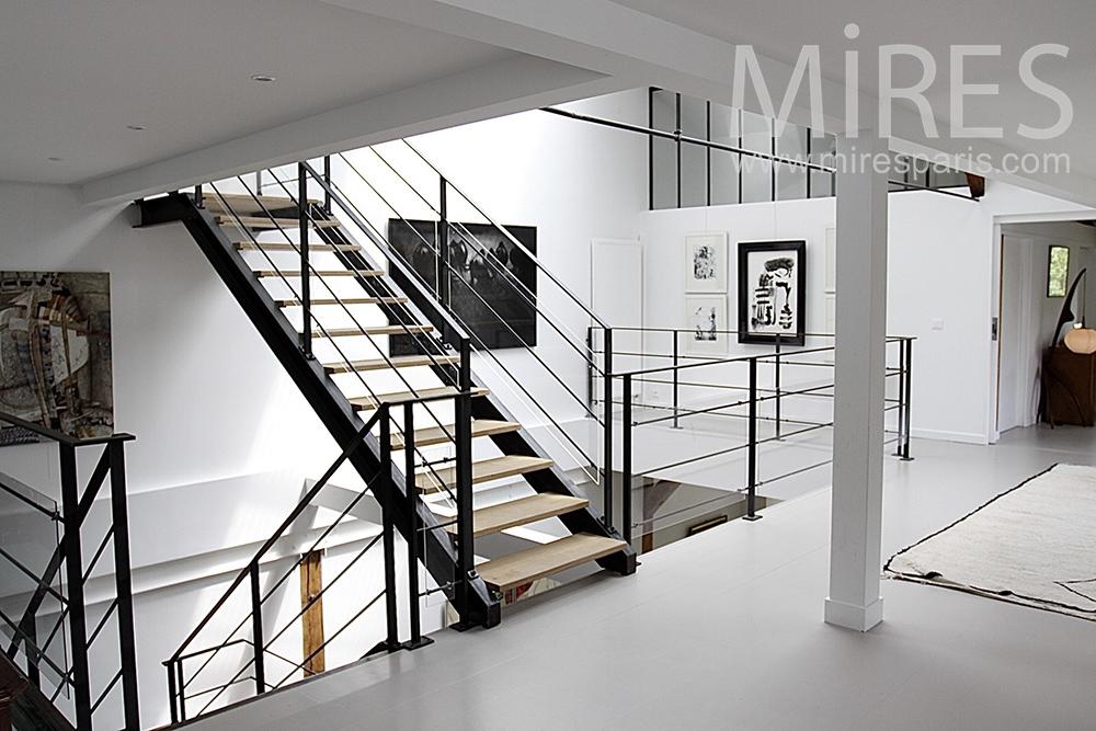 Escalier métallique sur trois niveaux. C1458