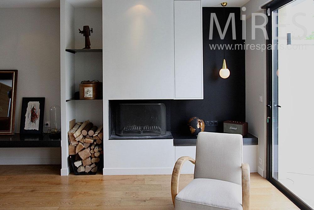 Salon moderne devant la cheminée. C1460
