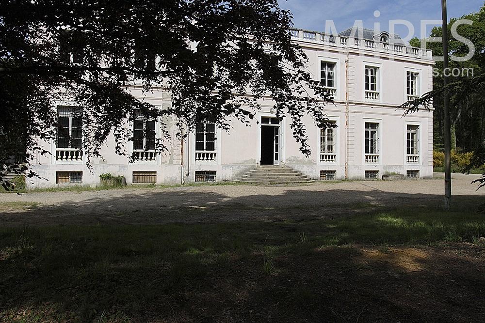 Château vide abandonné. C1461