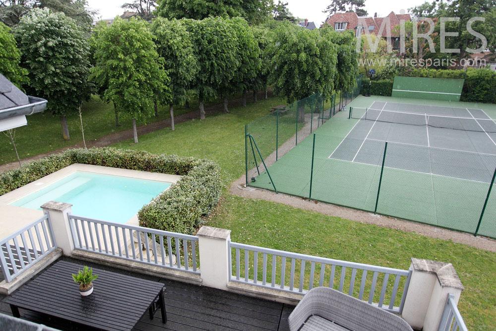 Jeu de raquettes dans le jardin. C1466