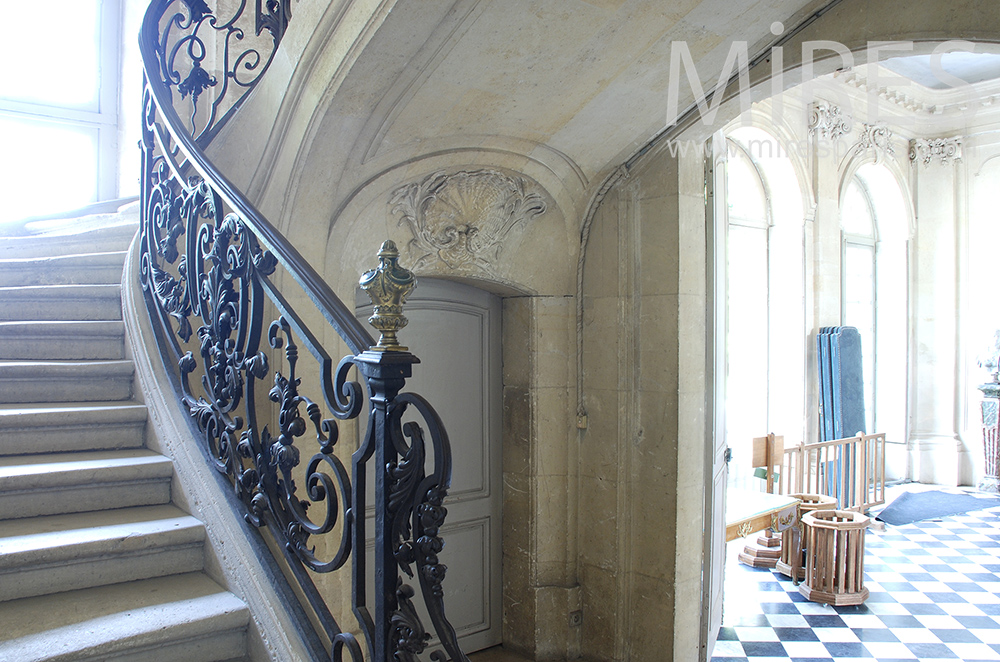 escalier de manoir c1467 mires paris. Black Bedroom Furniture Sets. Home Design Ideas