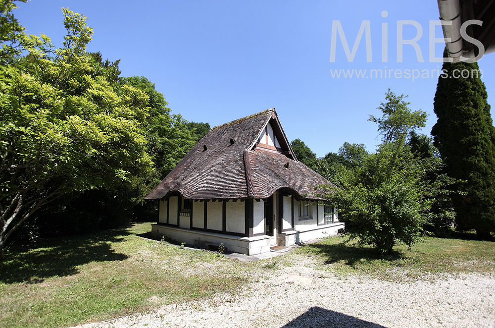 Cute bungalow in Normandy. c1469