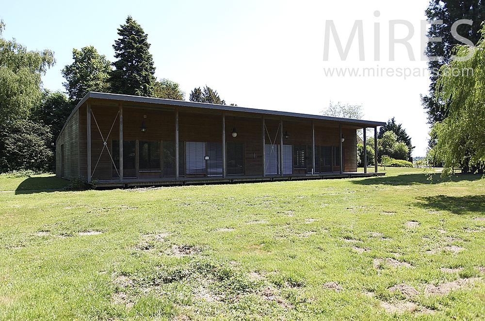Longue maison de bois. C1469