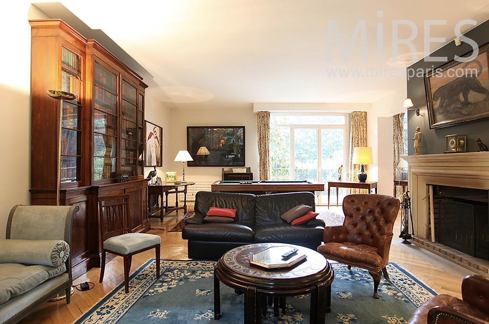 English-style lounge. C1470