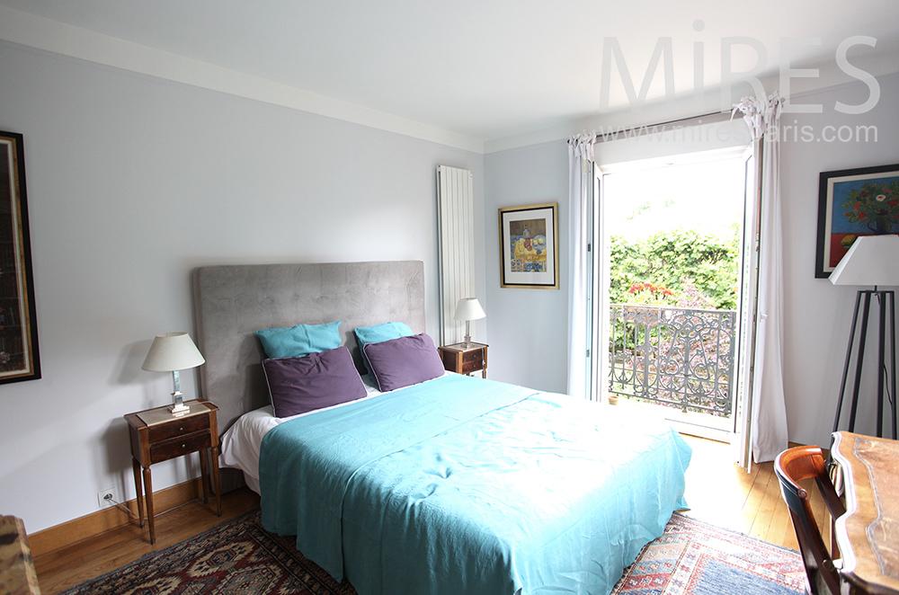 Turquoise bedroom . C1470