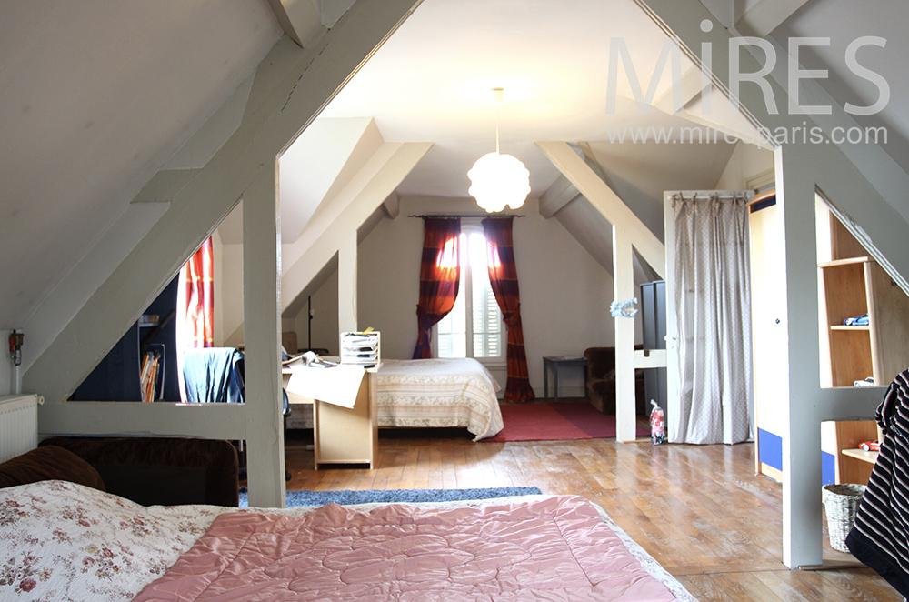 double chambre mansard e c1472 mires paris. Black Bedroom Furniture Sets. Home Design Ideas