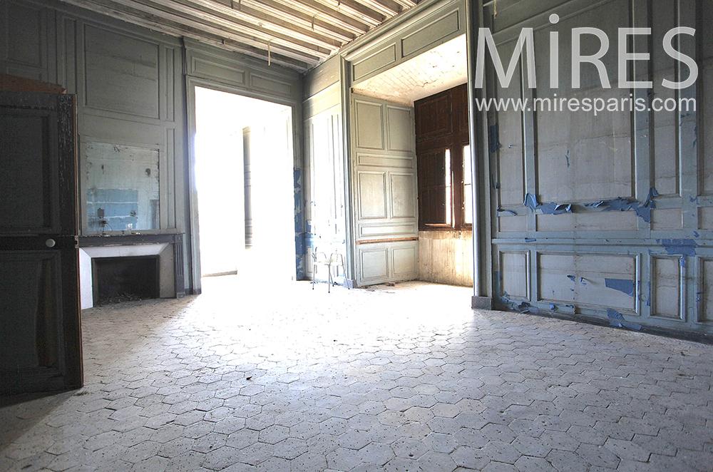 Grande chambre à rénover. C1474