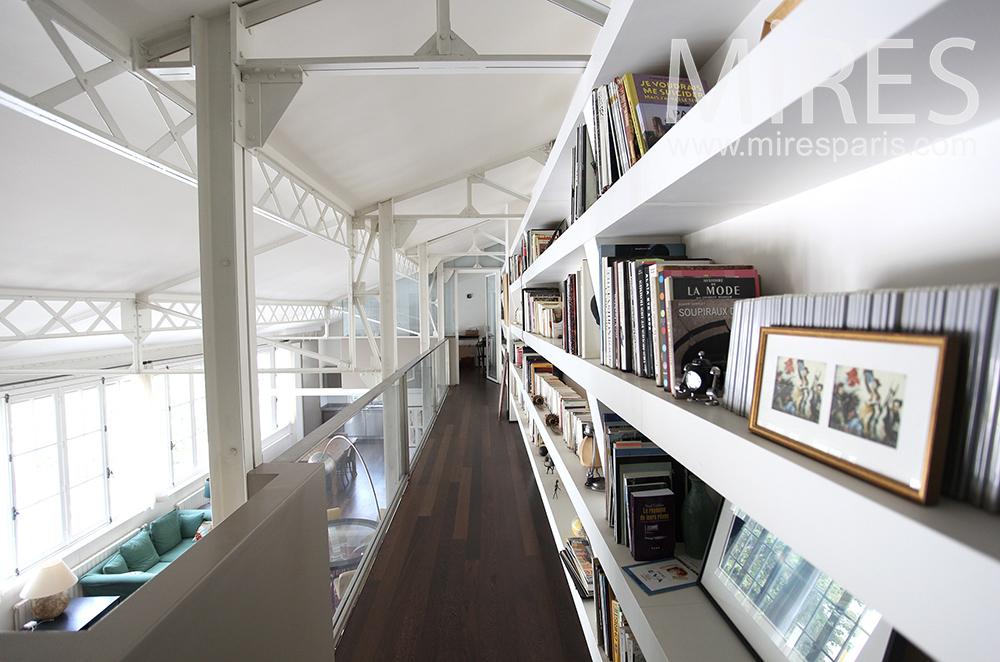 Bibliothèque en mezzanine. C1475