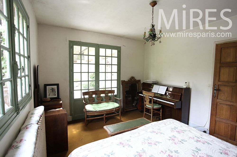 Master bedroom with piano. C1477