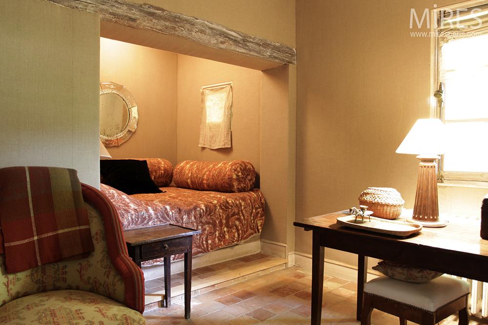 Chambre en alcôve avec salon. C0082 | Mires Paris