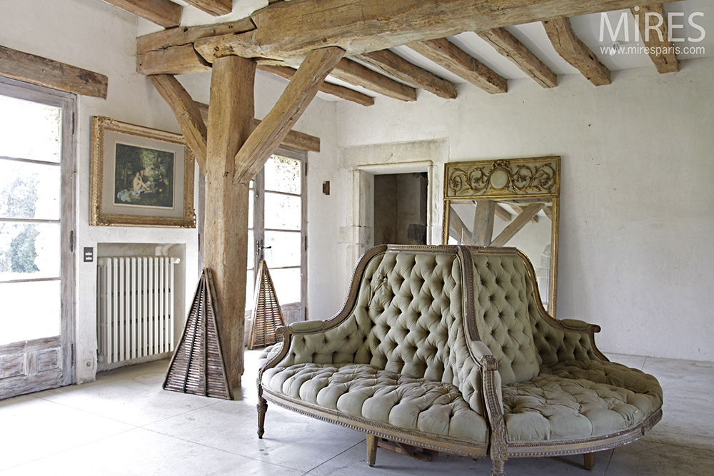 Tripartite sofa. C0082