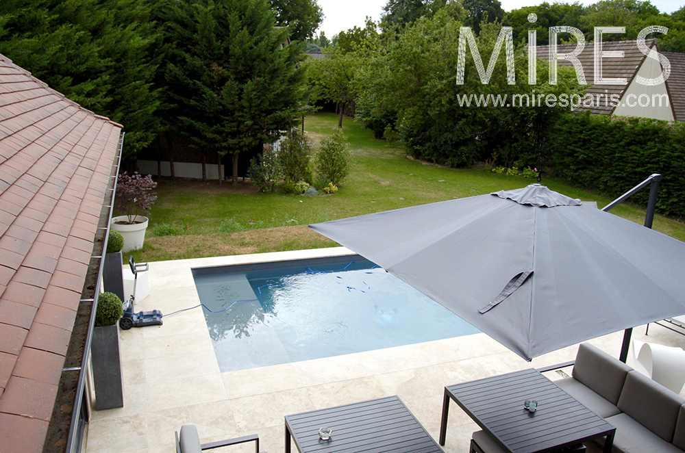 Belle maison familiale avec piscine c1484 mires paris for Belle piscine paris