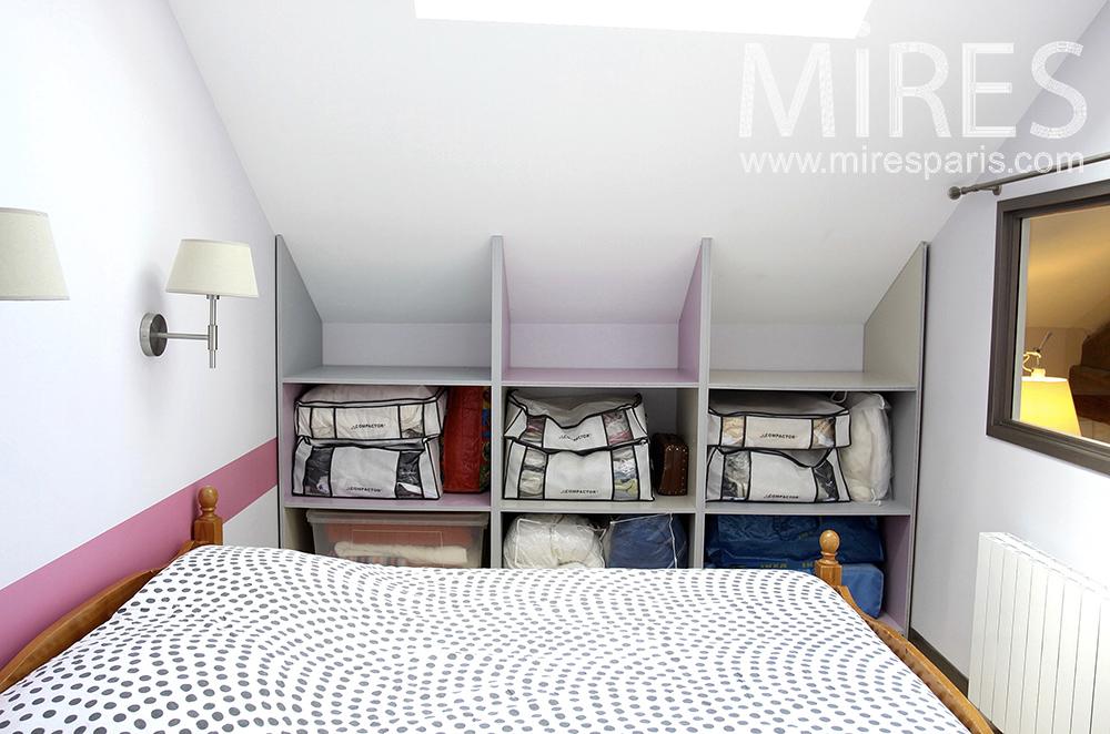 Petite chambre en sous-pente. C1485 | Mires Paris
