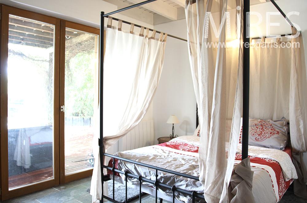 Chambre avec accès sur terrasse. C1489