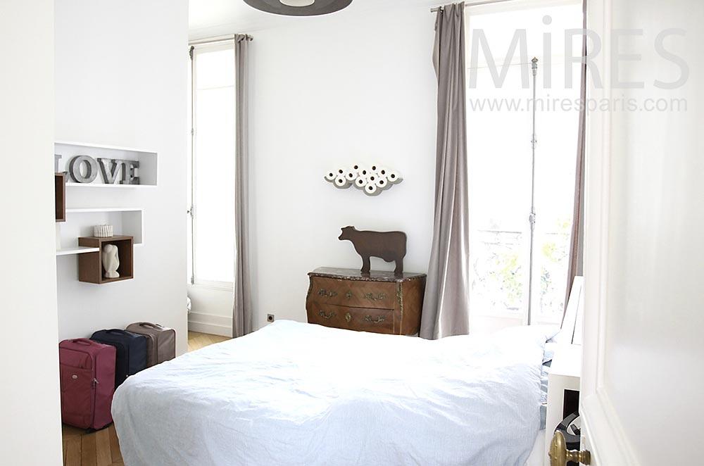 Jolie chambre blanche. C1490