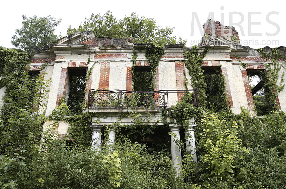 Abandoned manor house. C1493