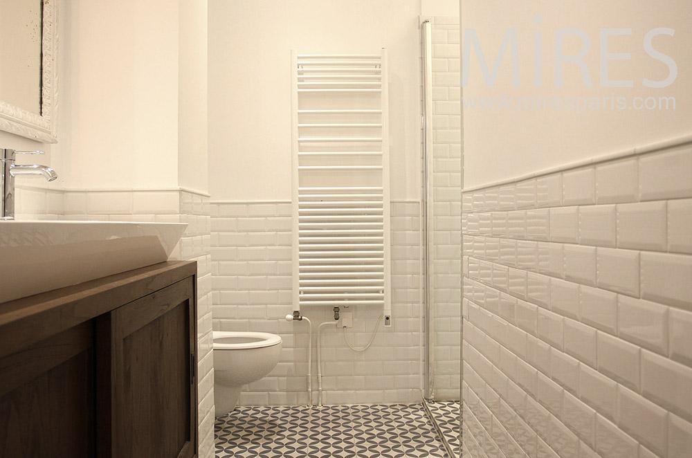 Simple salle d'eau. C1494