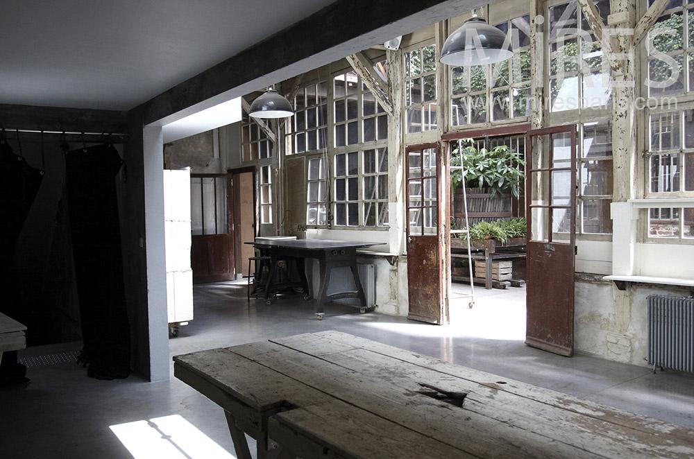 Verrière de bois donnant sur court. C0410