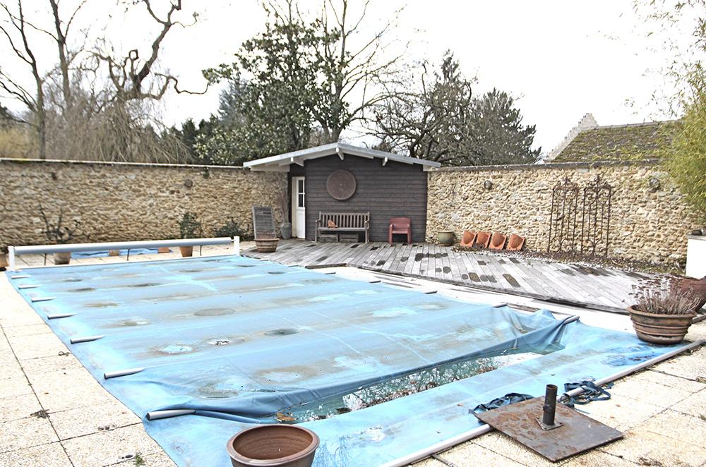 Piscine Au Fond Du Jardin C1316 Mires Paris