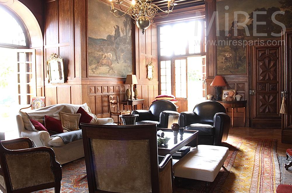 Confortable salon de chasse. C1495