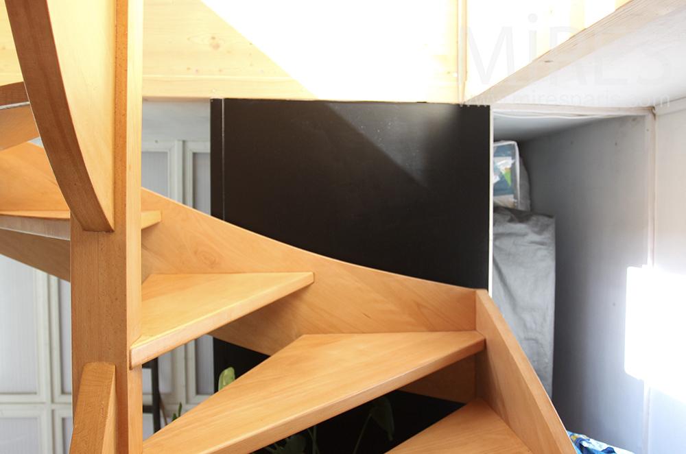 Petit Escalier De Bois. C1498