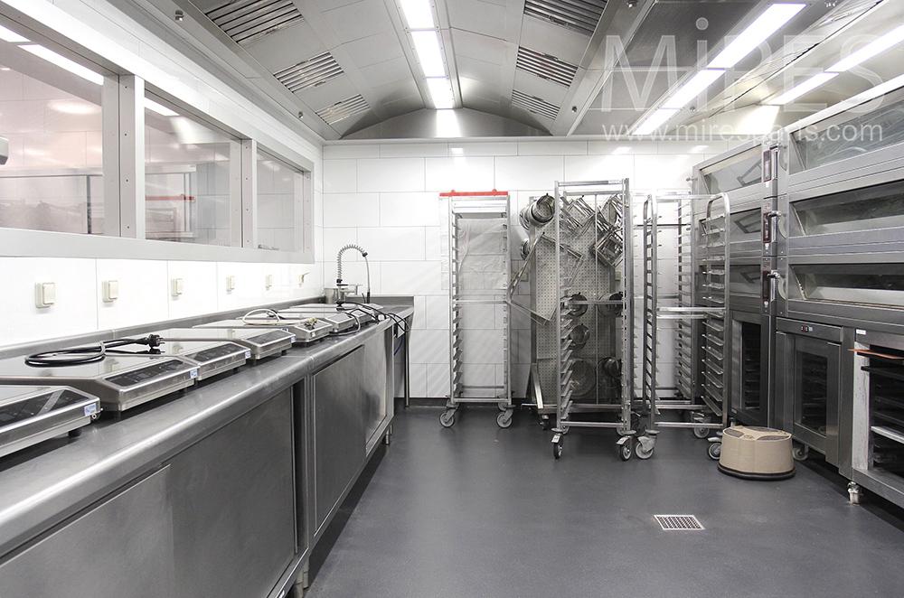 Salle de cuisson métallisée. C1500