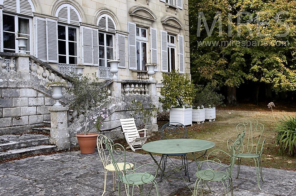Tea time au jardin. C1508