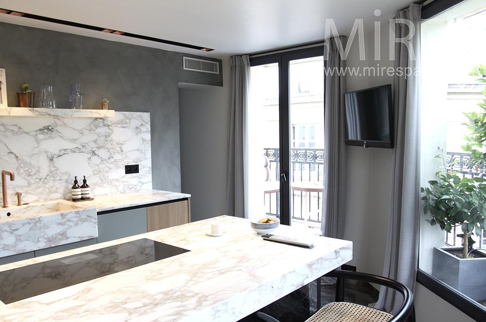 Cuisine de marbre avec balcon. C1511