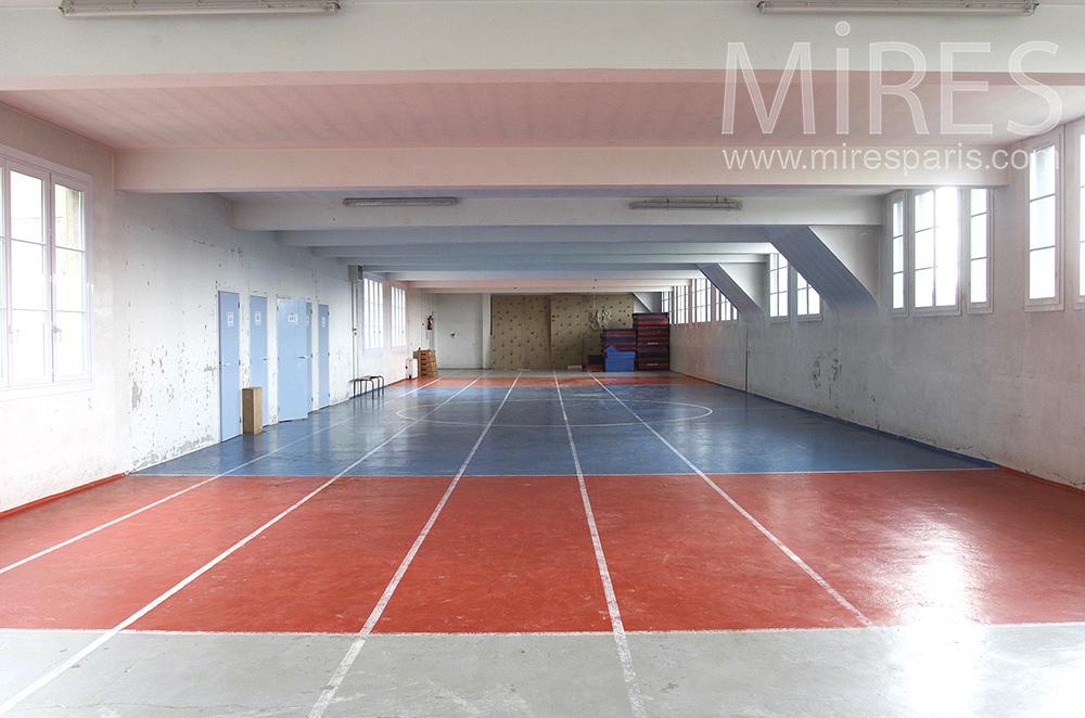 Longue salle de sport. C1512