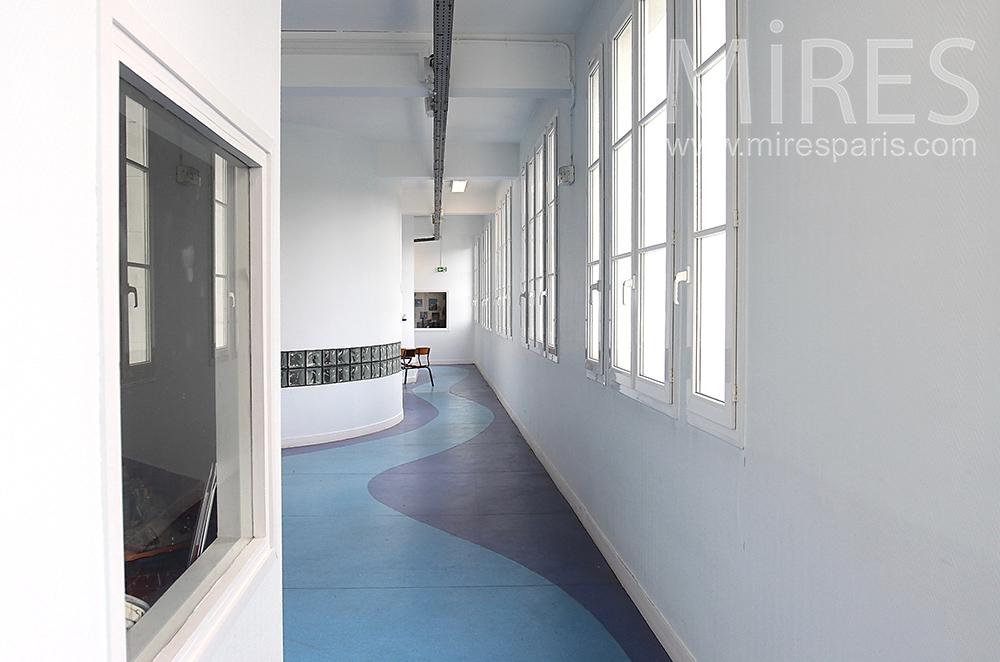 Couloir coloré. C1512